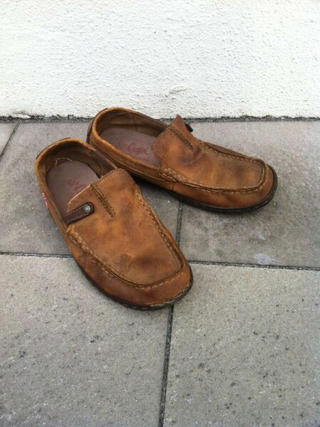 Lee Cooper leather shoes, seldom use and in good condition. Size US 7 1/2, UK 7 Fr 40 2/3