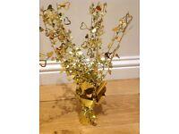 8 Golden Heart foil centrepieces