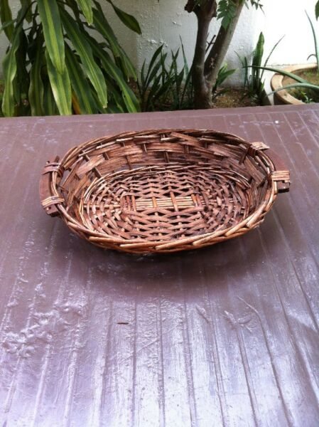 Rattan tray basket, dimension 43 x 38 x 6 in good condition.
