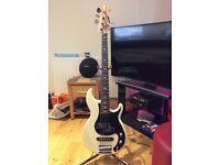 Yamaha BB1025x 5 String Bass Vintage White