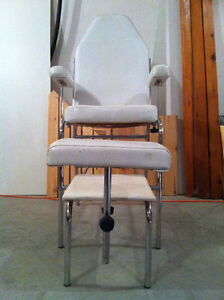 Gently used chair that can serve many purposes Peterborough Peterborough Area image 3