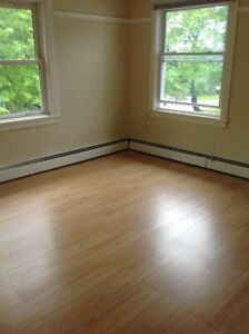 Bright and spacious 3 bedroom Hydrostone flat for September