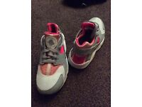 Nike huarache 3.5 trainers only worn a couple times!!