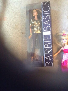 Barbies and accessories kit