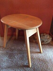 Belle petite table pliante - table d'appoint