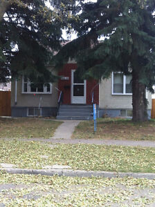 2 Bedroom Main Floor House Utilities Included near Whyte & UofA