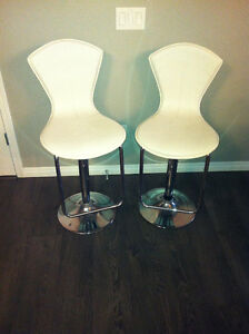 Bar Stools white with height adjsutment