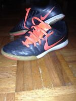 Size 5 youth Nike t-90 indoor soccer shoes
