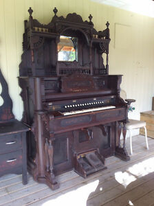 Antique Ornate Victoria 1905 Pump Organ