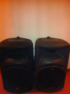 Mackie powered speakers -1000 watt pair