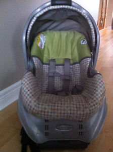 Graco Snugride 22 carseat/carrier & 2 Bases