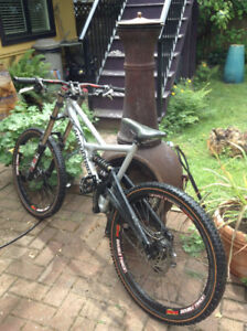2009 Cannondale DH bike