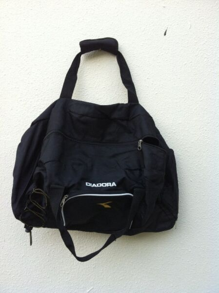 Brand new and never used yet Diadora gym bag. Dimension is 53 x 30 x 33cm.