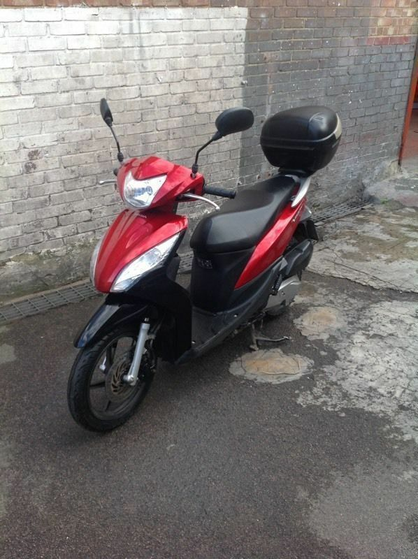 Honda Vision NSC110 2013 RED & BLACK 2600 miles on the clock