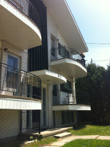 3 Bedrooms,  MAY 1 - All Student Bldg $1500 ($500 each) All Incl