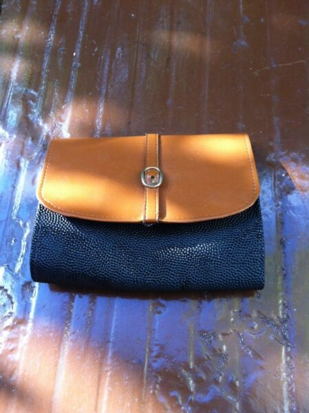 New and never used yet Maidenform purse. Dimension 18  x 4 x 2cm.