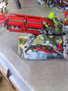 AXALARA T9 --BIONICLE BATTLE VEHICLE