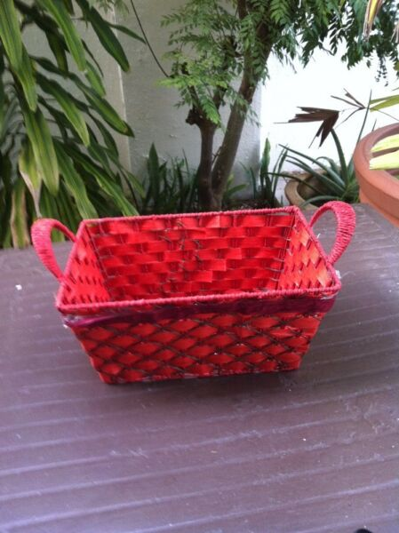 Red tray basket. Dimension 40 x 20 x 19cm.  In good condition.