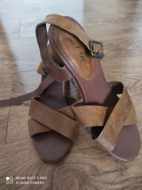 Leather sadals
