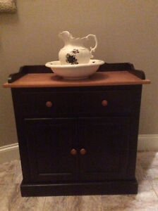 Dry Sink with Vase
