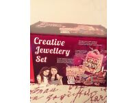 Creative jewellery set