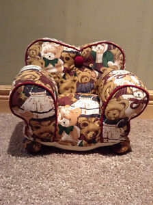 Mini Couch for dolls and collectible figurines.Teddy Bear design