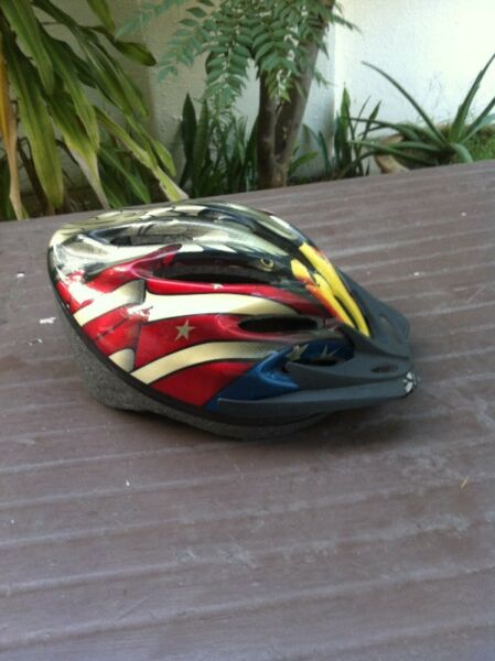 Adult bike helment. Size Large, Only used once.