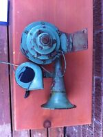 Antique automobile horn