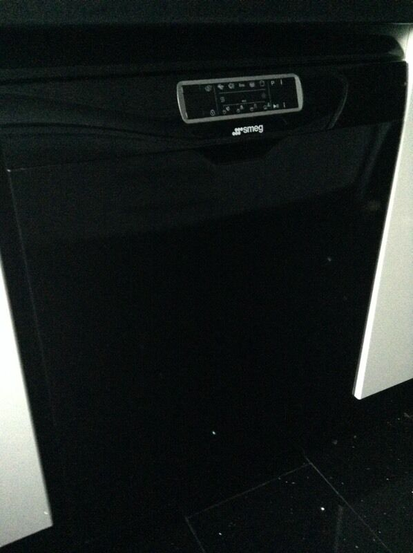 Smeg black Dishwasherin Fareham, HampshireGumtree - Smeg black dishwasher in excellent condition and working order. Change of kitchen decor forces sale. Buyer to collect from Park Gate