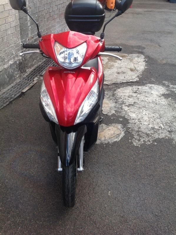 Honda Vision NSC110 2013 1 YEAR MOT -- RED & BLACK ONLY 2600 MILES ON THE CLOCK