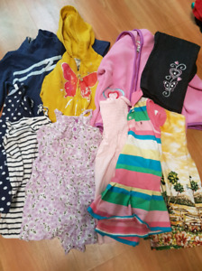 Lot de vetements 24 mois filles pour 15$. Girls clothing 2t