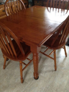 Kitchen table and  and 4 Chairs.
