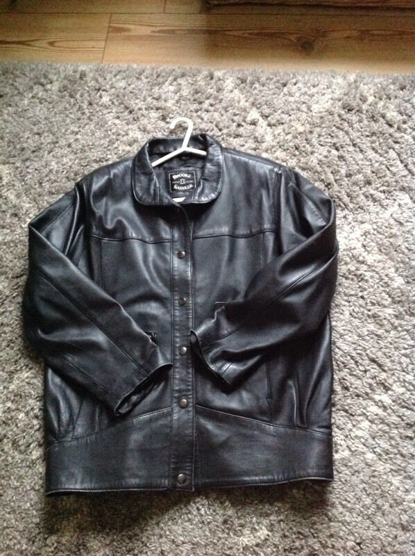 Black leather jacket size mediumin Helston, CornwallGumtree - Hi I have a used but in good condition black leather jacket size medium, only £5.00 collection only from Rinsey Helston