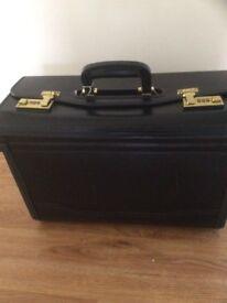 Pilots attaché case.