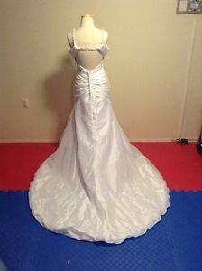 Private Label by G Size 12 Wedding Dress New With Tags Edmonton Edmonton Area image 1
