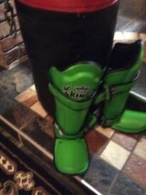 Set of Top king shin guards for sale