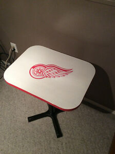 SPORTS TABLE - DETROIT RED WINGS
