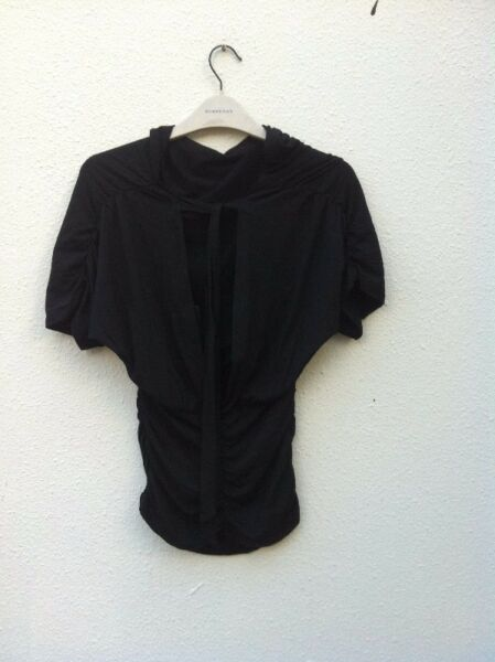 New and never use before Osmose black blouse with plunging neckline. Free Size.