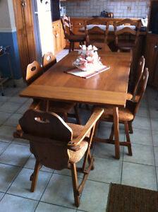 Ensemble de salle à dîner en chêne avec bahut