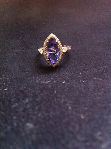 woman's 14kt white gold diamond/tanzanite ring