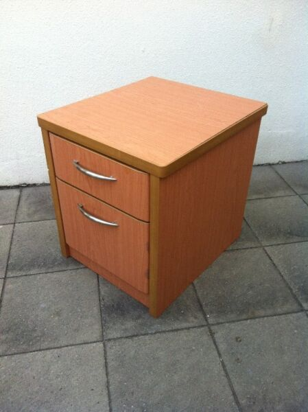 Pine wooden drawers 20 inches. Dimension 51 x 51 x 45cm.  In good condition.