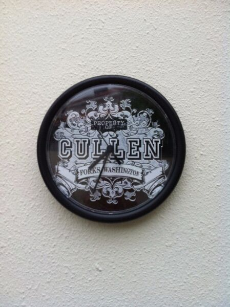 Cullen clock. Diameter 25cm. In good working condition. No ticking sound.
