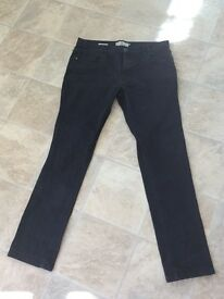 Two pairs of men's jeans. Next, slim fit jeans 36L and Jeff Banks jeans 36L,