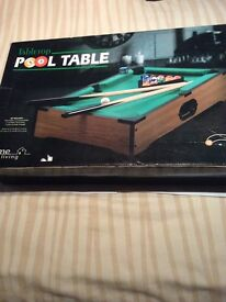Tabletop pool table £5