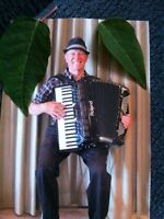Live accordion music o