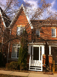 Richmond Hill Town Home for lease Oct. 1 – Bayview and Highway 7
