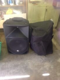 Mackie 1000w pair of speakers with covers