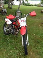 XR 100 dirtbike