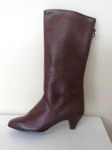 Classic, Versatile Brown Boots – Size 9 – BRAND NEW IN BOX