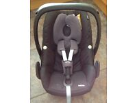Maxi Cosi Pebble carry car seat in Rocking Black in very good condition